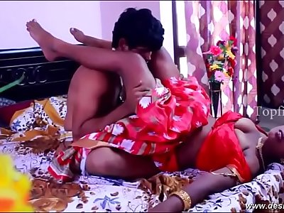 desimasala.co - Biggest boob aunty huge cleavage show and hanging boobs romance